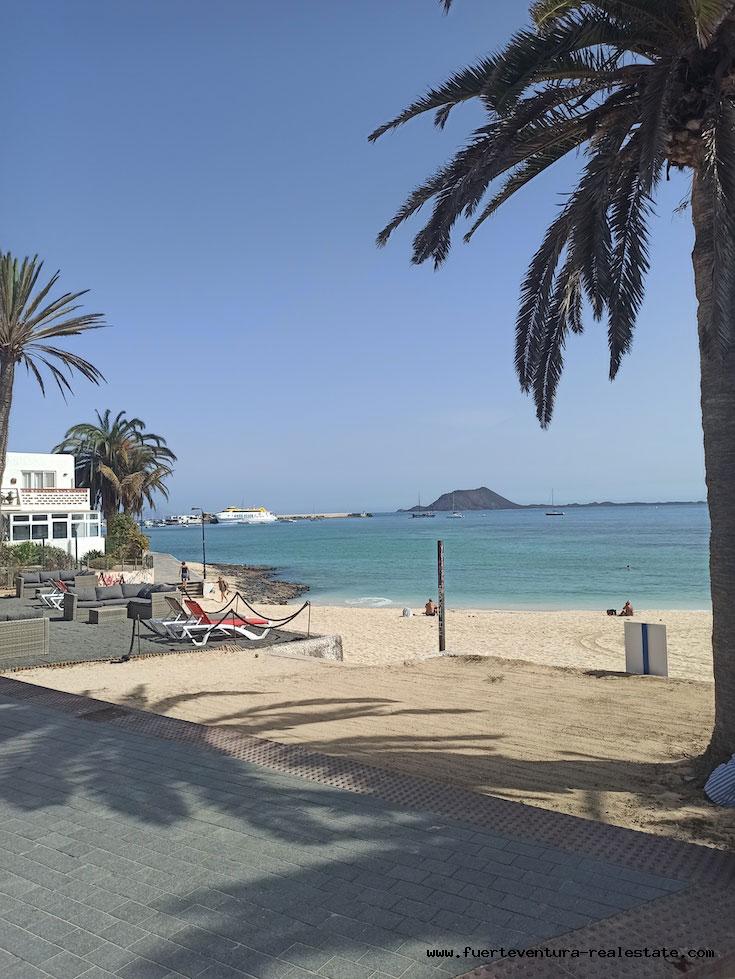 In vendita! Appartamento a Hoplaco, zona residenziale situata nel cuore di Corralejo e in riva al mare.