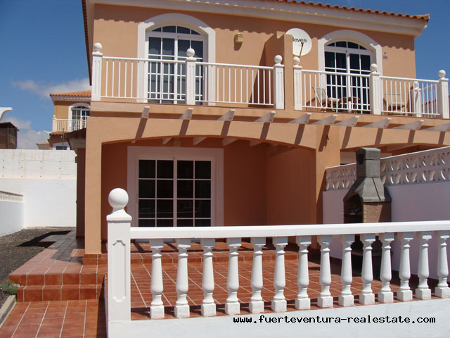 À louer! Une villa sur le golf de Caleta de Fustes.