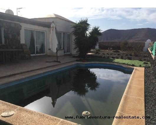 Te koop! Topvilla met zwembad in het dorp La Oliva op Fuerteventua.