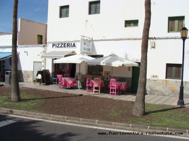 To lease! Pizzeria in a top location in the village of La Oliva