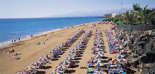 Vendiamo immobili di investimento come hotel e complessi di appartamenti turistici a Fuerteventura e Lanzarote.