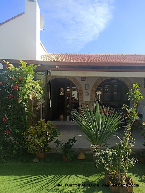 For sale! Beautiful Villa bungalow located in Parque Holandes, near the great beaches of Fuerteventura.