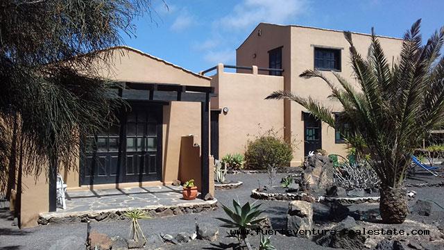 Wir verkaufen eine schöne rustikale Villa in guter Lage von Lajares