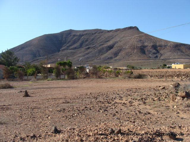 We verkopen een stuk grond met uitzicht op zee in het dorp La Asomada