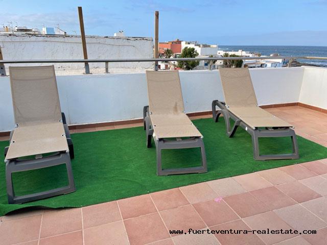 Nous vendons un magnifique penthouse directement sur la plage de Puerto Lajas