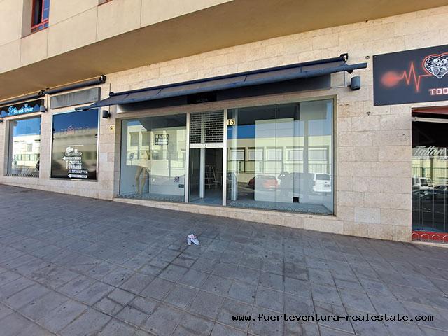 We rent a commercial premises in a good location in Puerto del Rosario